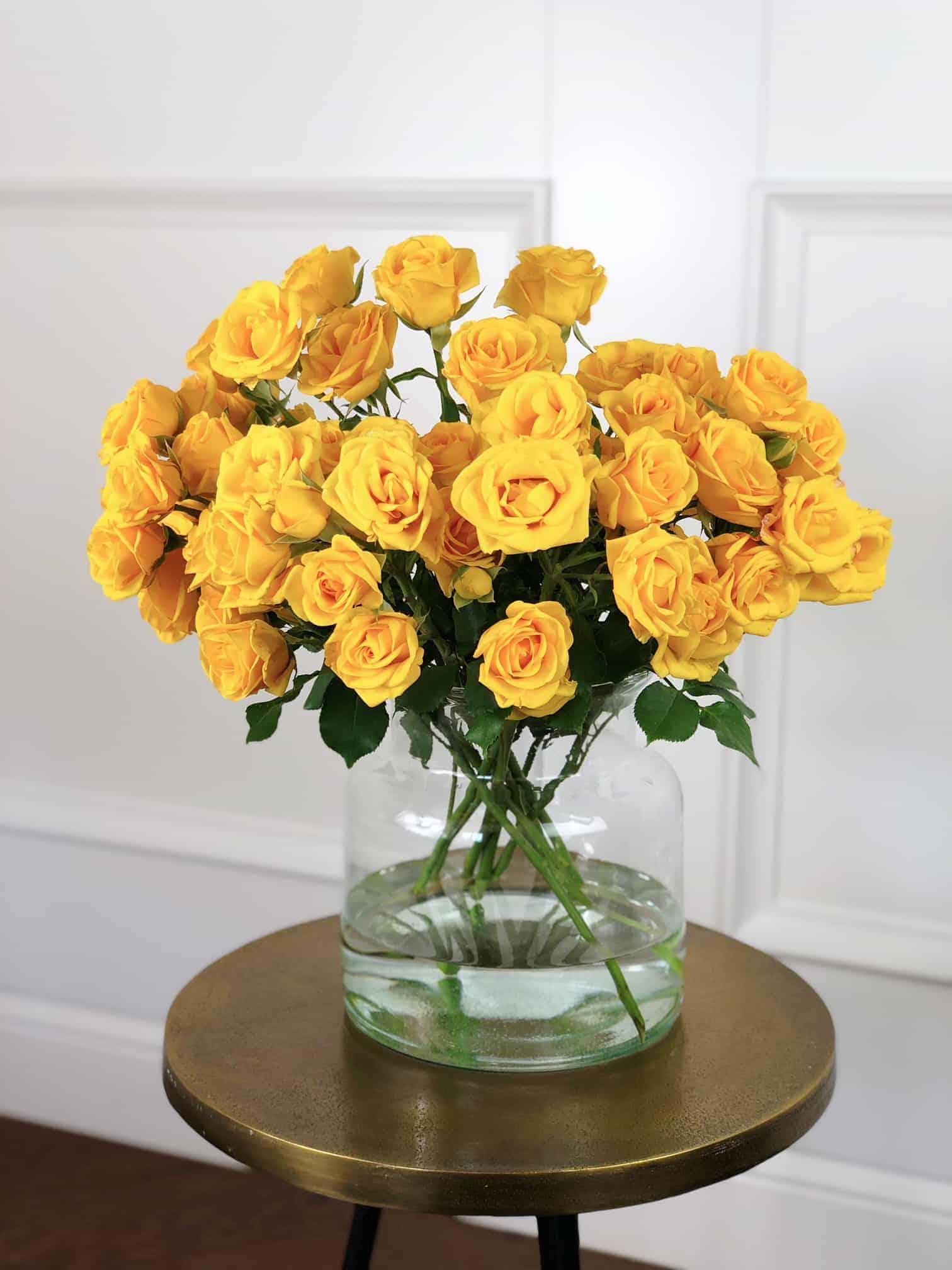 130654d1011 Kollane kobarroos. Studio Nelk. Erilised lilled. Erilisele inimesele.