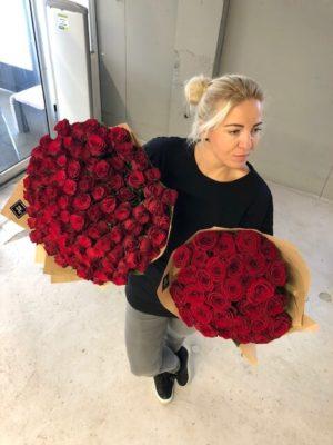 30 punast roosi
