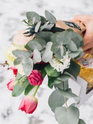 """Kingitus naistepäevaks – lillekimp 35.- ja tort """"Oivaline"""""""