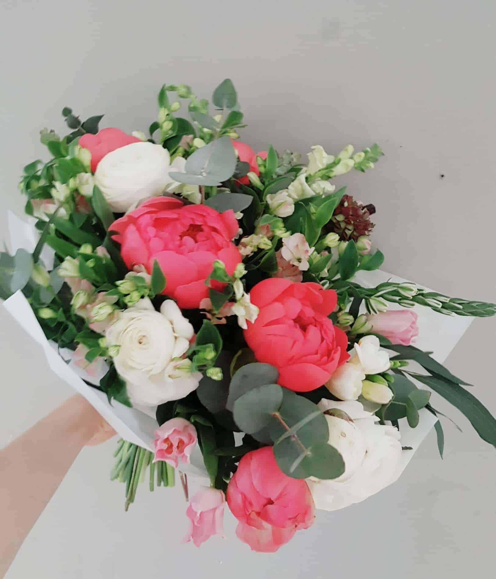4cc49e98fdc Roosad soovid by Studio Nelk - Studio Nelk - lillede saatmine kulleriga