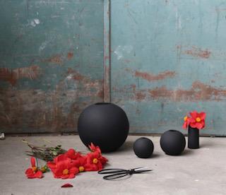 Cooee Ball vase Black